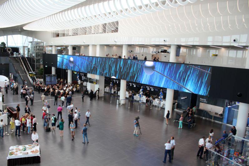 Холл и стойки регистрации пассажиров.