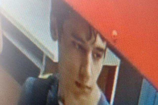В Орске разыскивается юноша, расплатившийся чужой картой