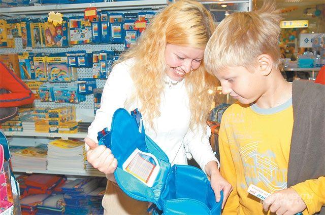 Родители школьников закупают товары кучебному году.