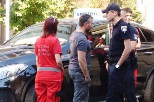 В центре Киева водитель уснул на дороге: полиция не могла его разбудить