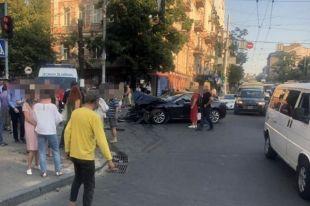 Жуткое ДТП в Киеве: от столкновения автомобиль отбросило на пешеходов