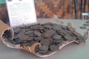 Монеты в музее хранятся на бересте.