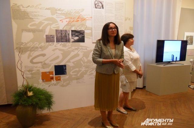 Директор музе изобразительных искусств Фарида Буреева отметила, что экспозиция «Скоро будет…» передана наследниками Александра Лелякина в дар музею.