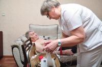 Далеко не к каждому пожилому человеку врач приедет на дом.