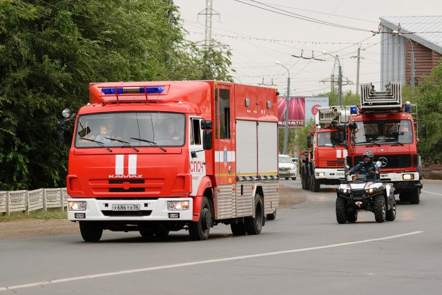 В Оренбурге ночью загорелись автомобили около ГИБДД области