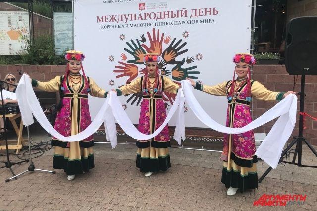 В Иркутске красочно отметили Международный день коренных народов.
