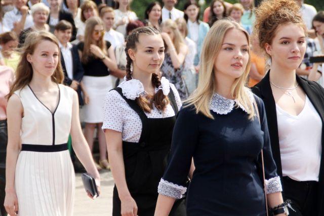 Югорские выпускники получат вознаграждение за 100 баллов по ЕГЭ