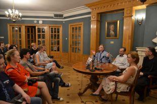 В тургеневской гостиной устраивают встречи с участием писателей и драматургов.