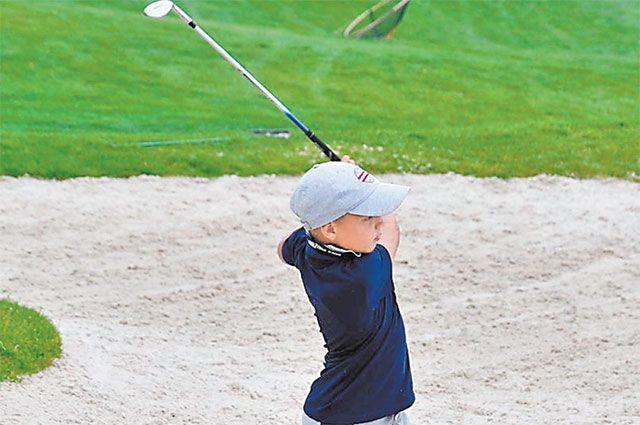 С клюшкой против стихии. В Куркине определили лучших юных гольфистов сезона