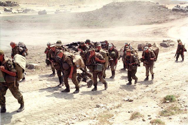 Подразделения ВДВ РФ на территории Дагестана в связи с вторжением в Ботлихский район вооруженных бандформирований с территории Чечни. 23 августа 1999 года.