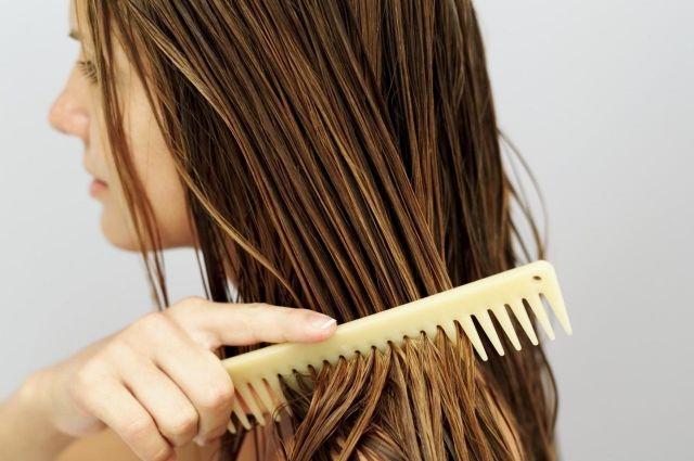 Девушка ела волосы неосознанно