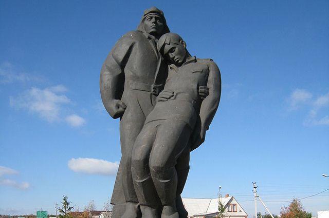 Памятник павшим воинам в мемориальном комплексе «Прохоровское поле».