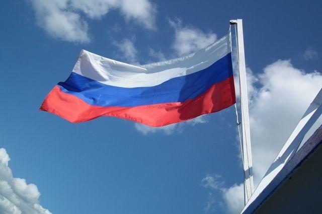 Символ родины. В Москве отметят юбилей флага России