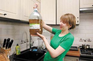 В Балезино из водопроводных кранов течёт плохая вода – она жёлтая.