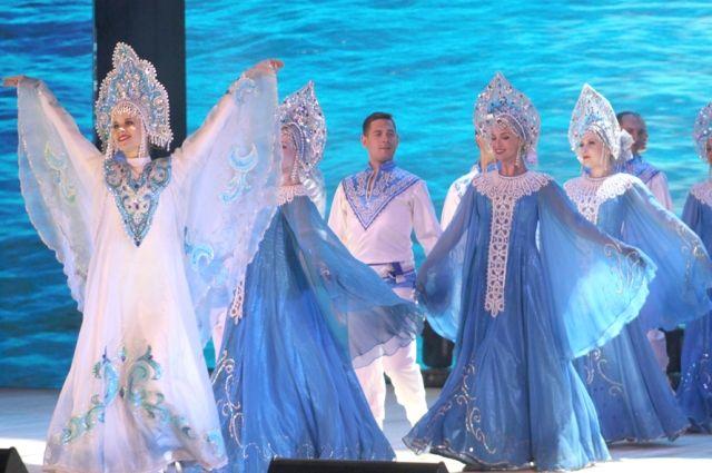 Впервые на основной сцене «Октября» артисты выступили на 65-летии Волжского.