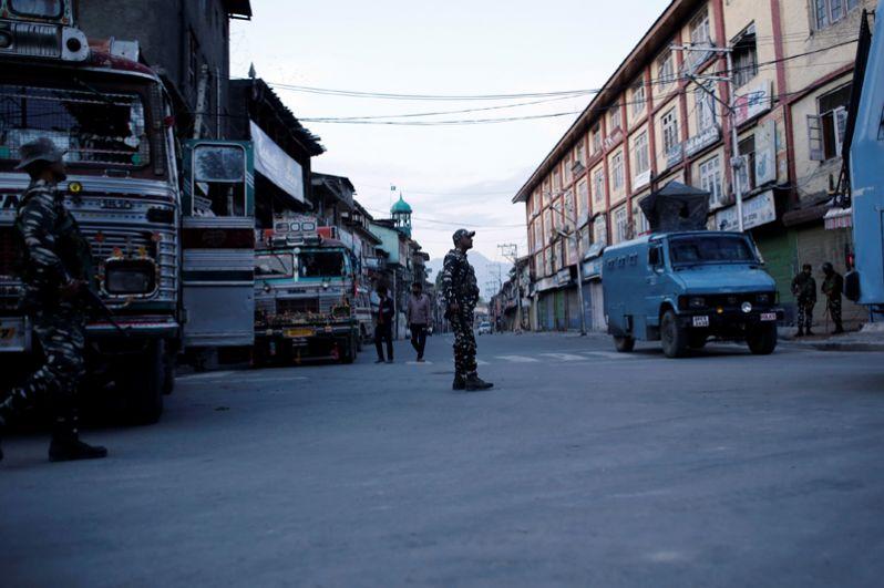 Военный патруль на улицах города.