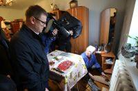 В Катав-Ивановске главе региона показали аварийный дом, который разваливается совсем не по причине землетрясения.