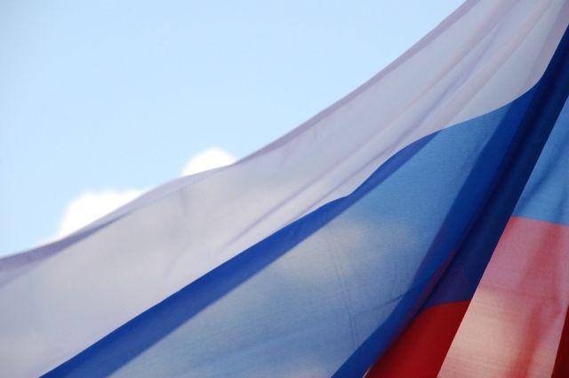 Огромный флаг России развернут в центре Ижевска
