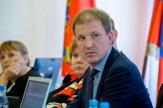 Сам депутат отрицает свою вину, заявляет, что дело против него сфабриковано.