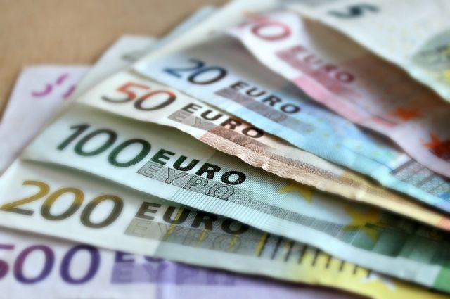 Официальный курс евро уменьшился на 67 копеек