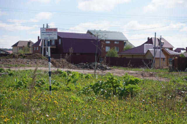 Жителей заставляют сносить законно построенные дома.
