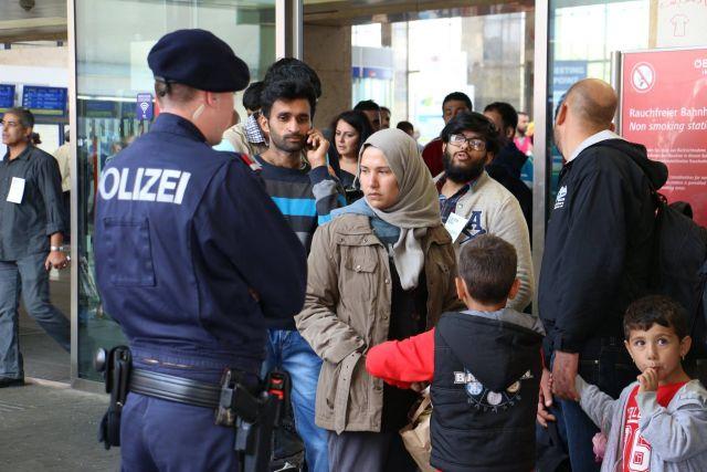 Хорватия и Словения укрепляют границу из-за притока мигрантов - Reuters