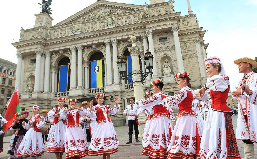 Во Львове также состоится парад вишиванок, а также музыкальный фестиваль и концерт. Подробнее о мероприятиях в разных городах Украины на День Независимости читайте в нашей афише.