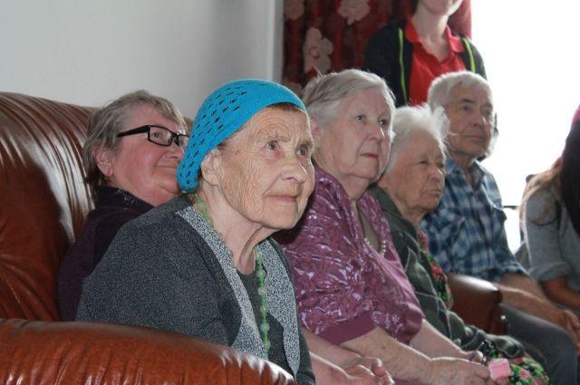 Число россиян-долгожителей достигло рекордной отметки — Известия