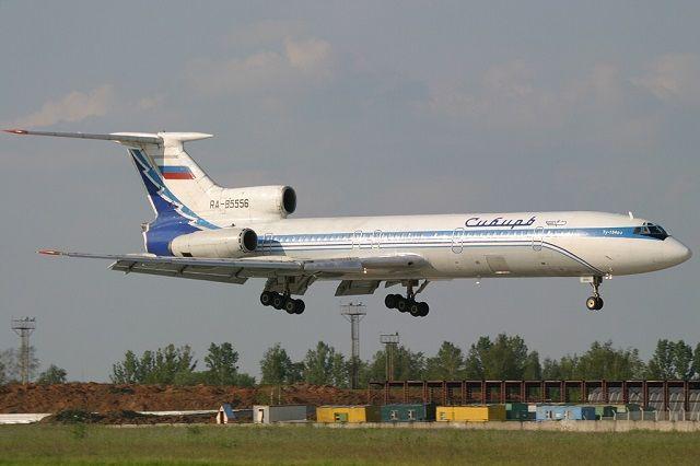 Ту-154Б-2 авиакомпании «Сибирь» заходит на посадку в московском международном аэропорту Домодедово. Спустя два месяца после момента, запечатлённого на этой фотографии, самолёт, выполняя рейс № 1047, был взорван в ходе террористического акта.