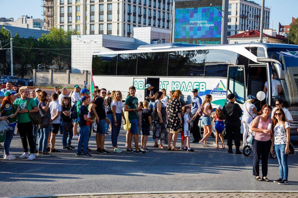 В День болельщика все желающие могли посмотреть клубный автобус изнутри.