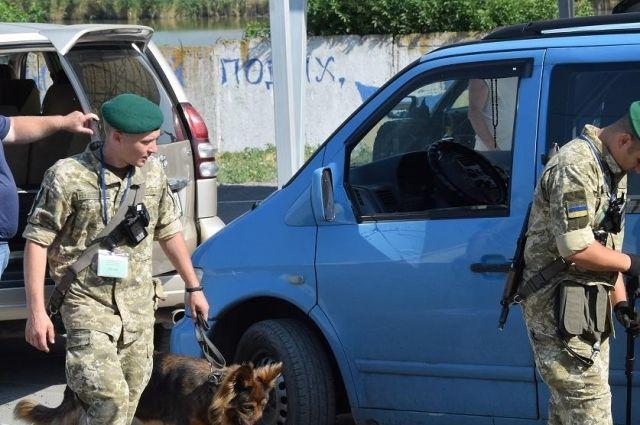 На КПВВ в очередях застряли 230 автомобилей, - Погранслужба