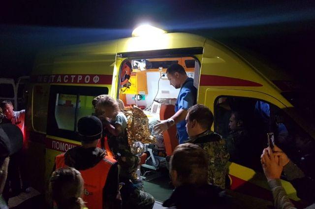Волонтеры принесли Зарину из леса и сразу передали врачам.