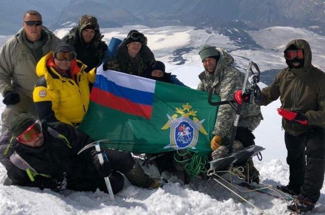 Участники восхождения поднялись на высоту 3800 метров, а затем покорили и саму вершину.