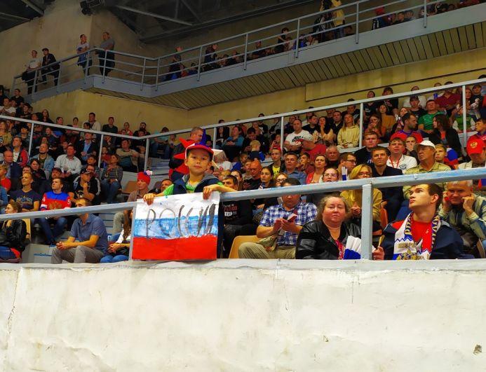 Юный пермский фанат в предвкушении гола.