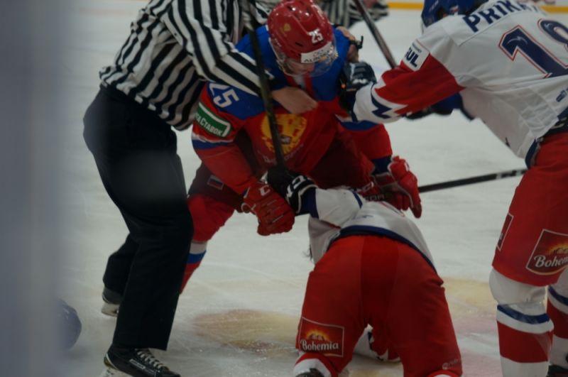 Почти сразу после пропущенной шайбы Даниил Мисюль грубо сфолил против соперника и едва не спровоцировал массовую потасовку.