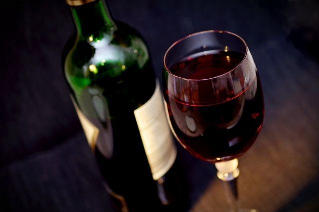 Трамп снова пригрозил ввести налоги на вина из Франции