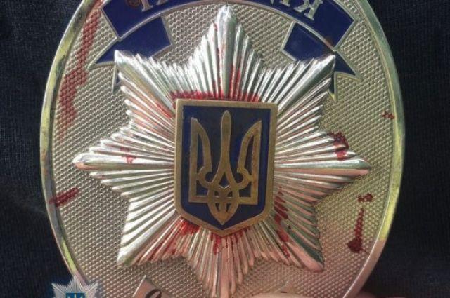 В Киеве полицейский угрожал людям ножом: полиция отпустила коллегу