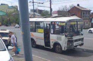 Четыре пассажира доставлены в больницы с различными травмами.