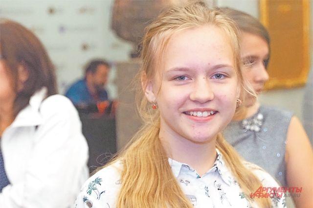 14-летняя Вероника Гольснер из Ясенева получила спецприз на конкурсе «#ЛетоТвоихПобед».