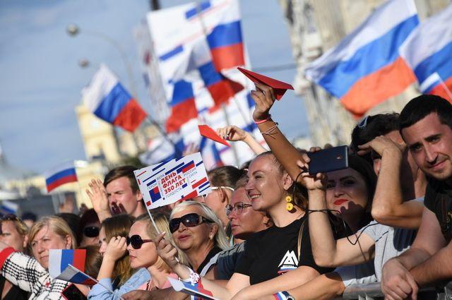 На Поклонной горе День флага России отметили более 20 тысяч человек