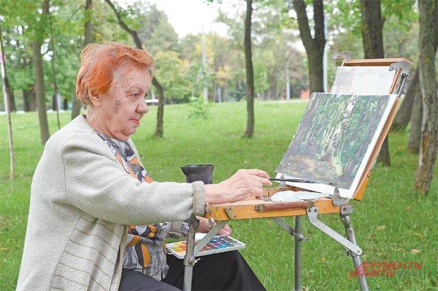 Художницу Нину Тимершову можно часто видеть смольбертом вразных уголках района: улицы иприрода Тёплого Стана– источник её вдохновения.