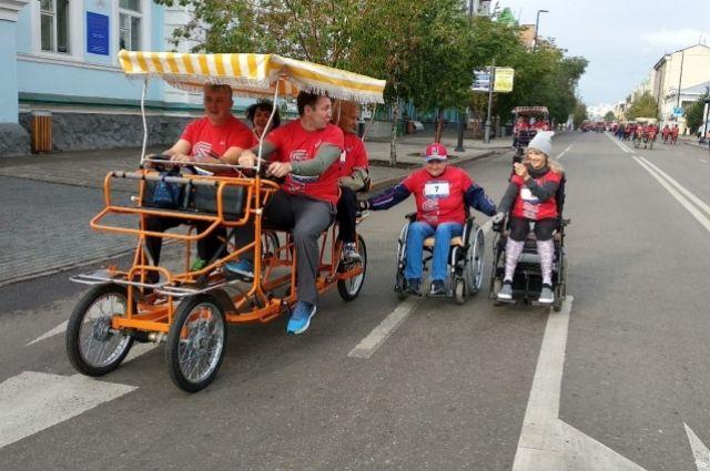 Тем, кому было тяжело, на помощь приходили «велорикши»