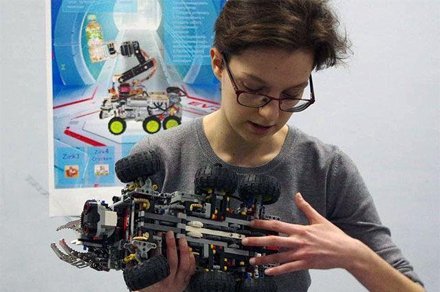 Марина Слатина разработала робота, который сможет обследовать зону теракта практически без участия людей.