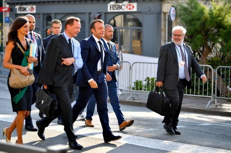 Эммануэль Макрон в преддверии встречи с министром иностранных дел Ирана Мохаммадом Джавадом Зарифом во время саммита G7.