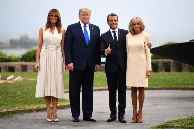 Эммануэль и Бриджит Макрон, Дональд и Мелания Трамп перед рабочим обедом в Биаррице.