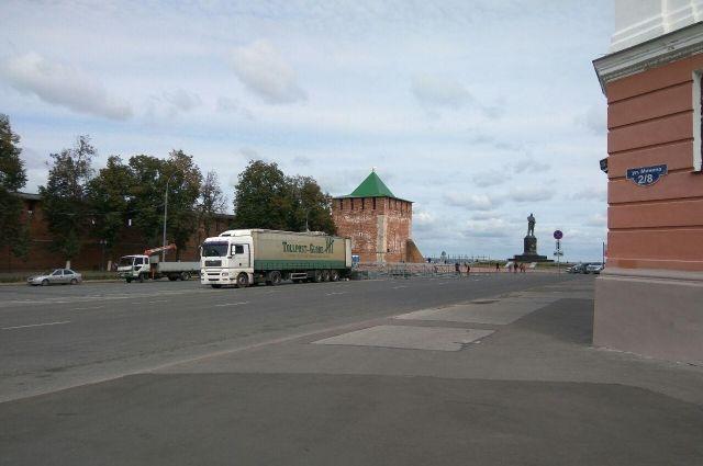 На площади Минина и Пожарского начался монтаж сцены