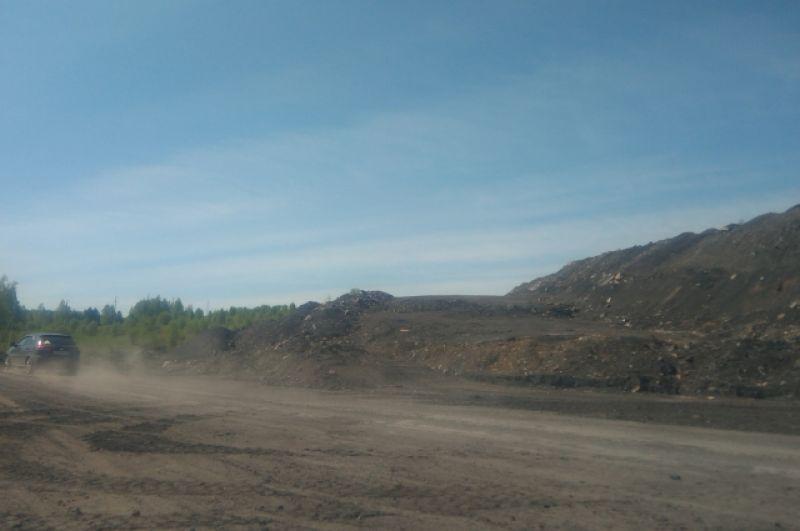 Угольные разрезы и отвалы породы по дороге в Апанас.