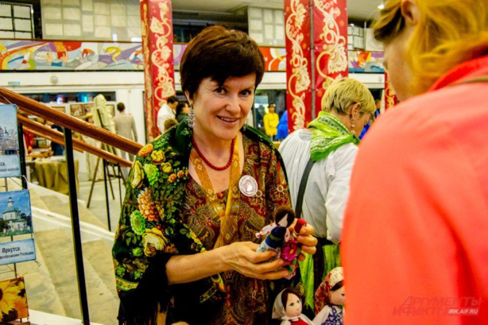 В рамках фестиваля прошла выставка-продажа изделий народных ремесленников.