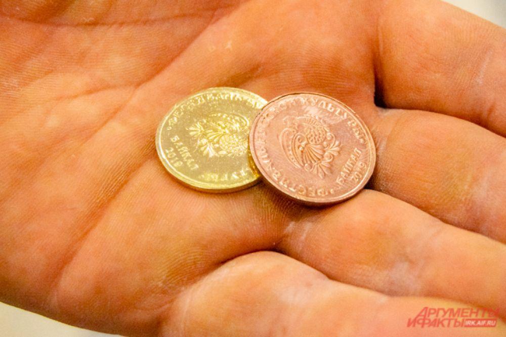 А на память можно было заказать у мастера монетку, которую он создал бы прямо на глазах заказчика с помощью кувалды и специальной формы.