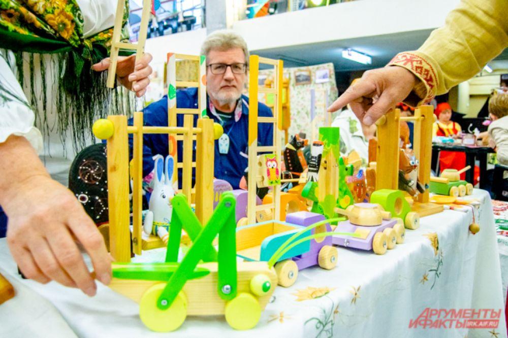 Такие игрушки из дерева будут и интересны, и безопасны для ребёнка.